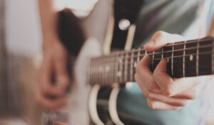 Read more about the article The Best Guitar Technique For Picking and Strumming