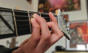 Read more about the article How to play an F chord on guitar