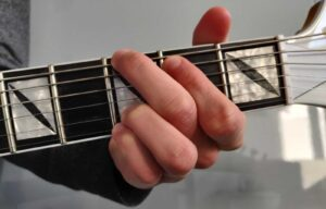 Read more about the article How to Play a G Chord on Guitar