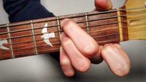 Read more about the article How to Play a B Minor 7 Chord on Guitar