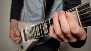 Read more about the article How to Write Good Guitar Riffs From Scratch