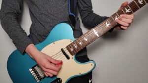 Read more about the article How to Play Electric & Acoustic Guitar Standing Up