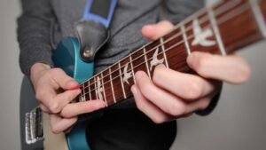 Read more about the article How to Tap on Acoustic & Electric Guitar