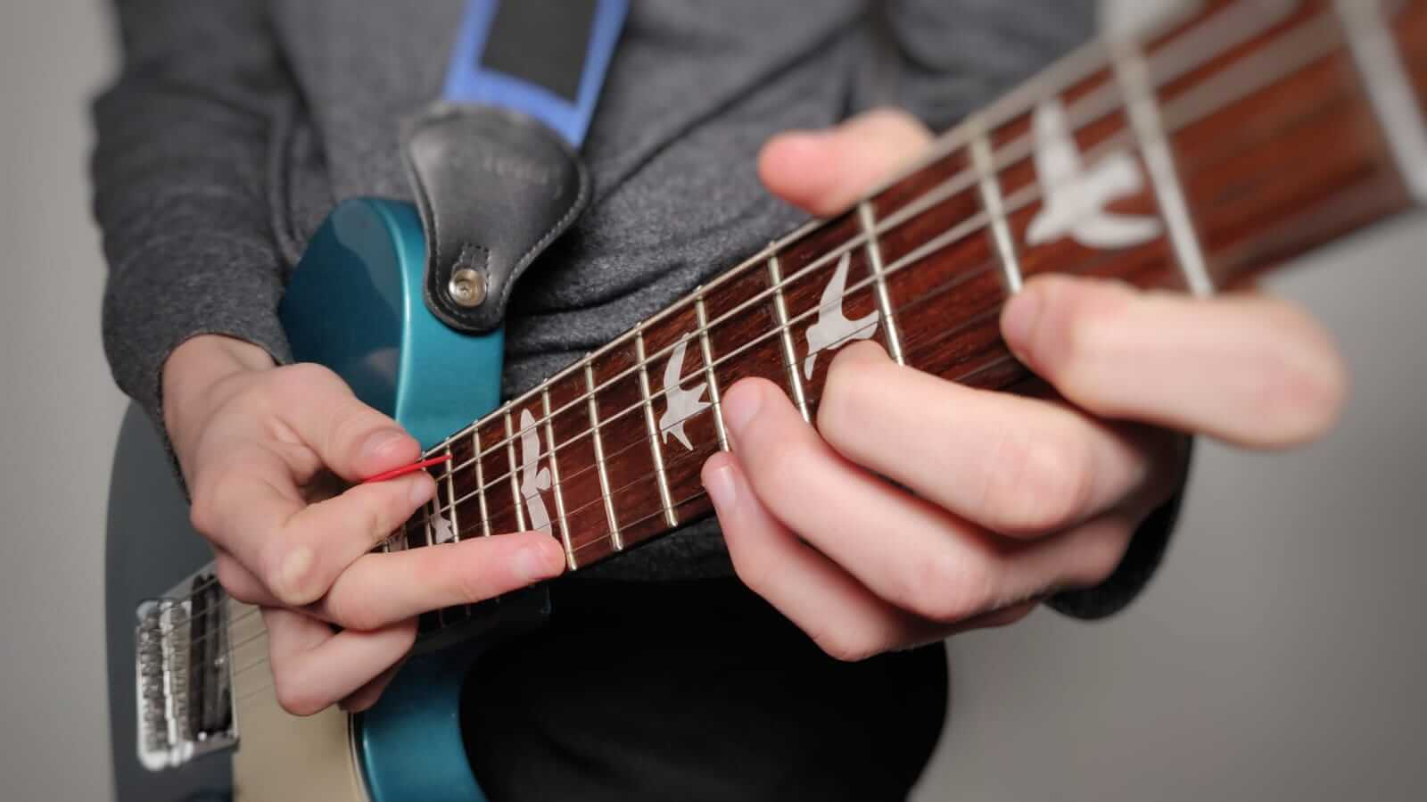 You are currently viewing How to Tap on Acoustic & Electric Guitar