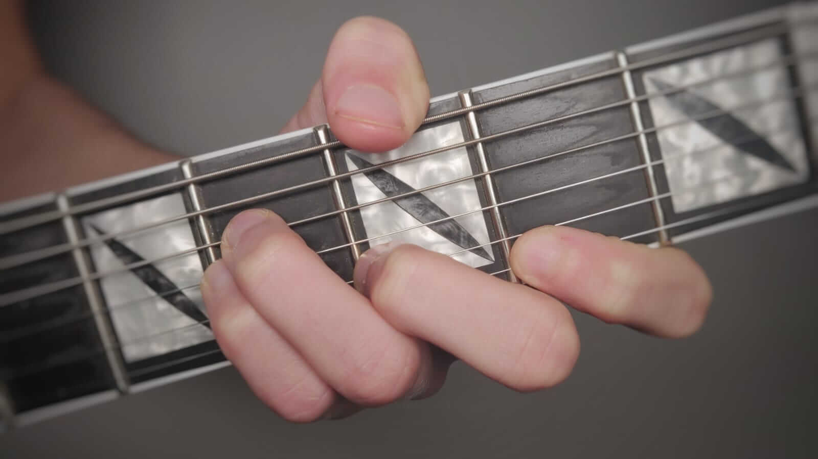 You are currently viewing 7 Easy Ways to Play a B Minor Chord on Guitar